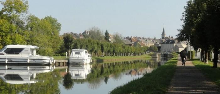 Balade à vélo le long du Canal du Vivernais