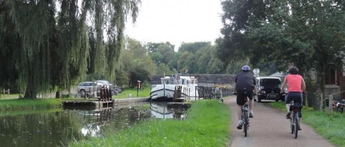 Balade à vélo le long du canal du Nivernais